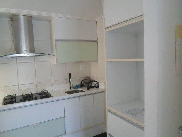 2/4 serviço e varanda, porcelanato, armários e ar condicionado - Foto 4