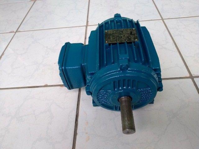 Motor Elétrico Trifásico Duplo Eixo Weg 1cv 830rpm Usado - Foto 4