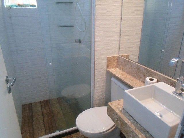 2/4 serviço e varanda, porcelanato, armários e ar condicionado - Foto 8