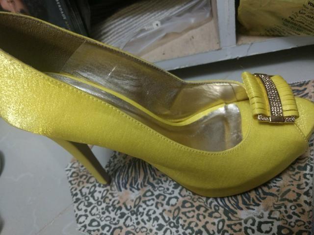 Sandália amarela 39