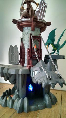 Lote de castelos fisher price e playmobil