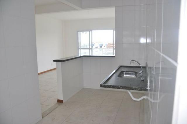 Apto c/ 3 qts/suíte, sala, cozinha, prédio c/ elevador, a 600 metros da praia. - Foto 5