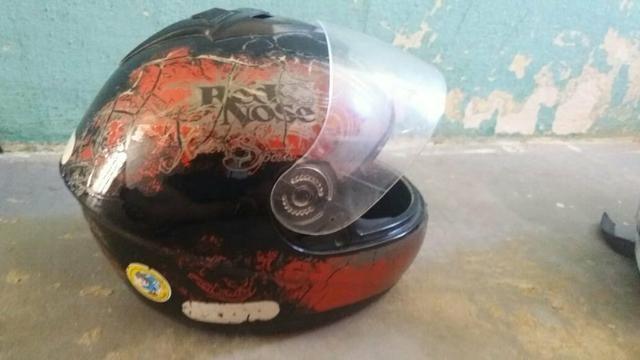 Dois capacete e um par de retrovisor - Foto 5