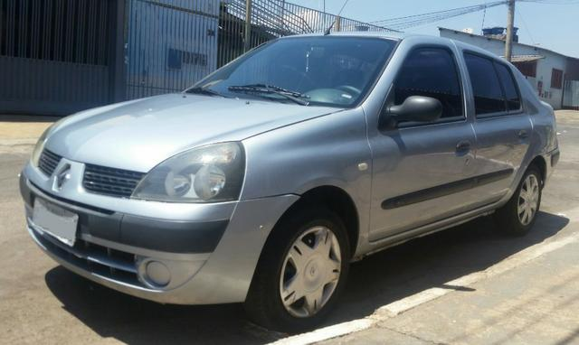 Renalt Clio sedan Vendo ou Troco