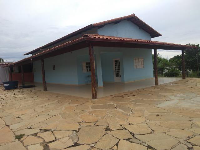 Allmeida vende bela casa com três quartos no Condomínio Mansões Entre Lagos - Foto 17