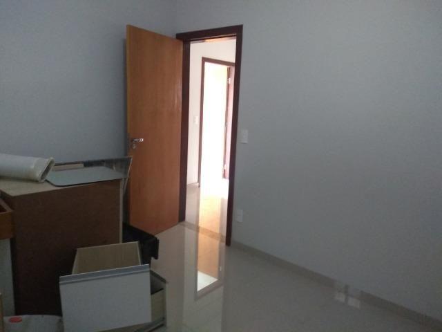 Allmeida vende bela casa com três quartos no Condomínio Mansões Entre Lagos - Foto 12