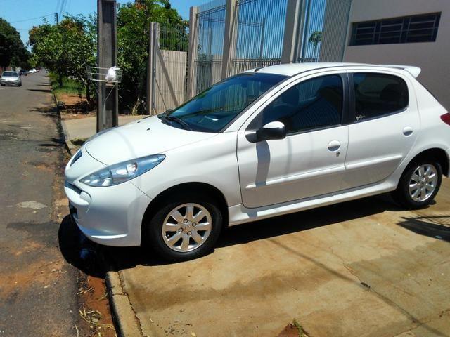 Peugeot 207 1.4 Flex 13/14 4 portas Branco