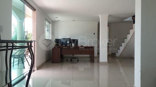 Casa sobrado com 5 quartos na Vila Santa Helena em Goiânia