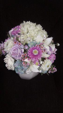 Arranjo de flores com vaso