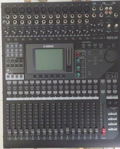 Mesa de som digital 01V96i 20 canais