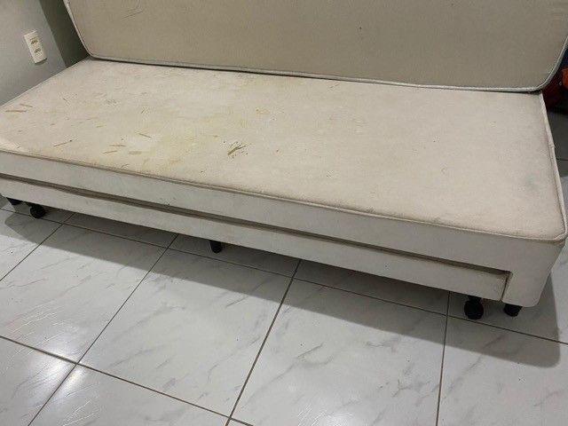 Cama de solteiro com cama auxiliar branca