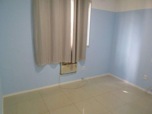 2/4 serviço e varanda, porcelanato, armários e ar condicionado - Foto 5