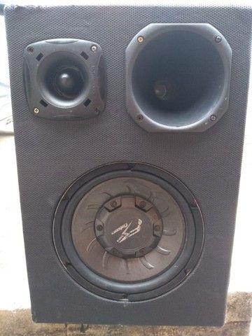 Vende-se caixa de som de carro em perfeito  estado por 300 à vista - Foto 2