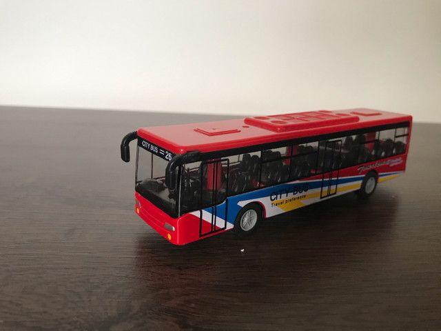 5 ônibus em miniatura (usado) - Foto 4
