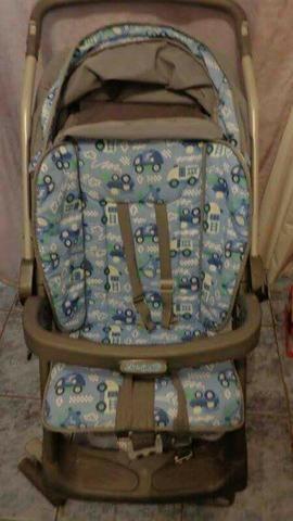 Carrinho de bebe com bebe conforto Burigotto