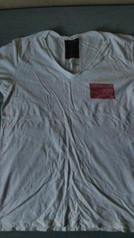 Camiseta Calvin Klein branca, tamanho G