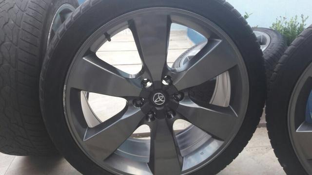 Jogo aro 22 com pneu perfeitas!!