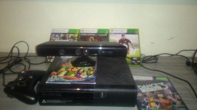 Xbox 360 Slim 4gb Kinect + Gta V, Fifa 15 e Gears of war