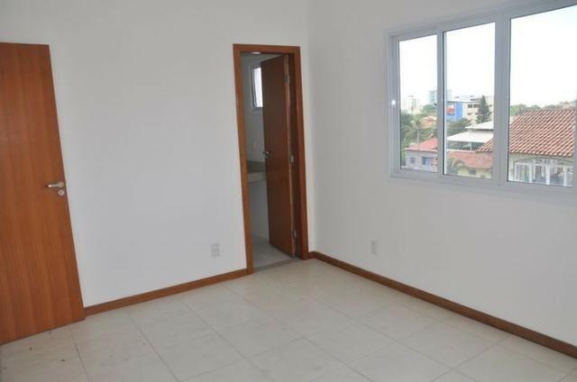 Apto c/ 3 qts/suíte, sala, cozinha, prédio c/ elevador, a 600 metros da praia. - Foto 2