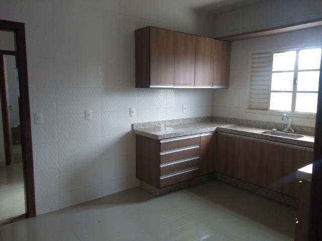 Allmeida vende bela casa com três quartos no Condomínio Mansões Entre Lagos - Foto 18