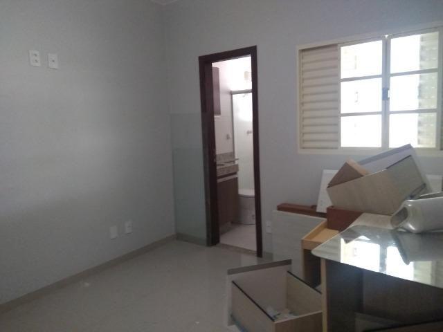 Allmeida vende bela casa com três quartos no Condomínio Mansões Entre Lagos - Foto 10