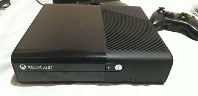 Xbox 360 preto slin com Kinect e jogos desbloqueado.