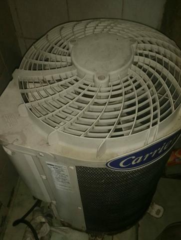 Vendo geladeira e 2 ar condicionado