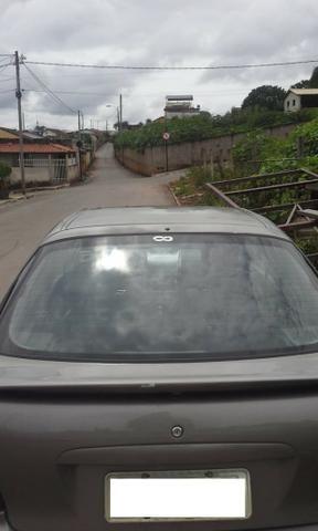 Vendo ou troco carro possui 800 reais de doc - Foto 6