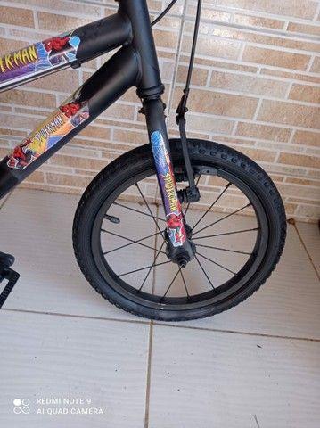 Bicicleta aro 16 do homem aranha bem conservada por 200 reais! - Foto 4