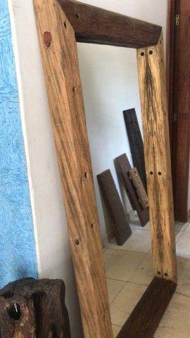 Moldura de madeira rustica