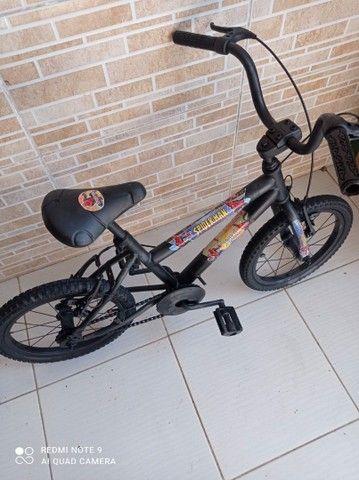Bicicleta aro 16 do homem aranha bem conservada por 200 reais! - Foto 2