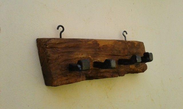Pendurador de madeira maciça antiga, de peroba rosa - Foto 2