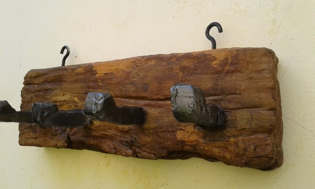 Pendurador de madeira maciça antiga, de peroba rosa - Foto 6