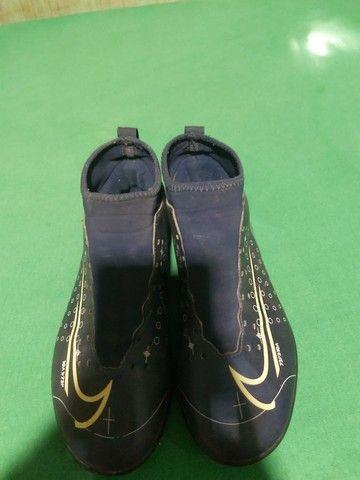 Desapegor sapato de dois sapatos de futsal e um de campo os três da Nike original - Foto 5