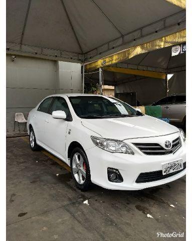 Toyota Corolla 13/13 branco impecável