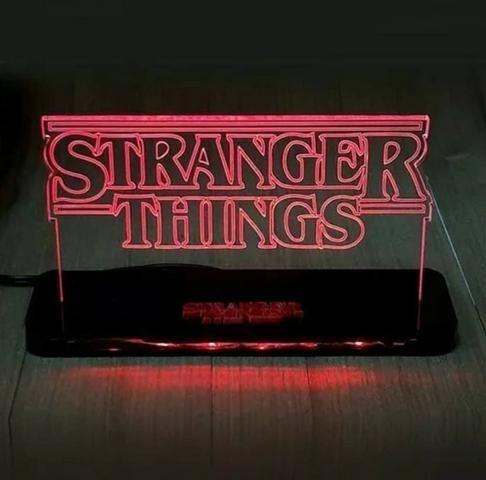 Stranger Things - Luminárias luminária logo
