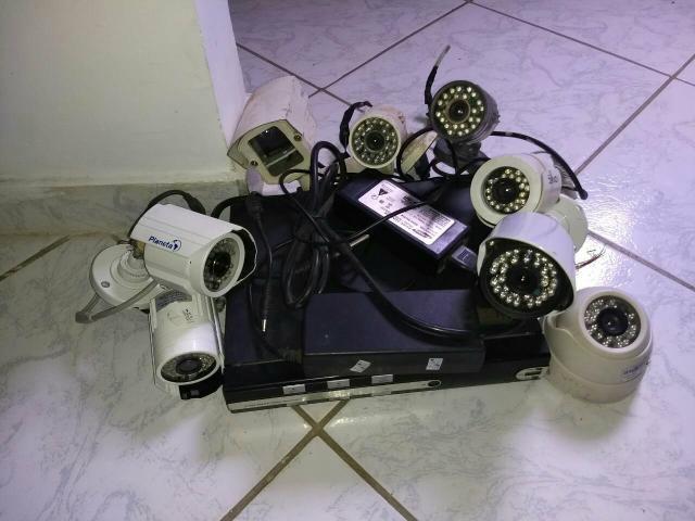 Vendo um DVR 8 câmara + um AHD de um tera