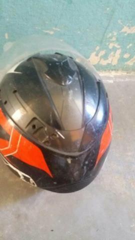 Dois capacete e um par de retrovisor - Foto 4
