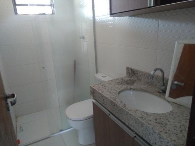 Allmeida vende bela casa com três quartos no Condomínio Mansões Entre Lagos - Foto 14