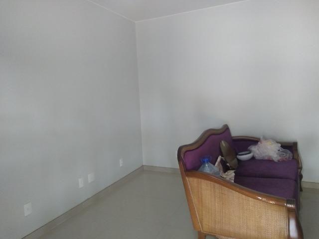 Allmeida vende bela casa com três quartos no Condomínio Mansões Entre Lagos - Foto 7
