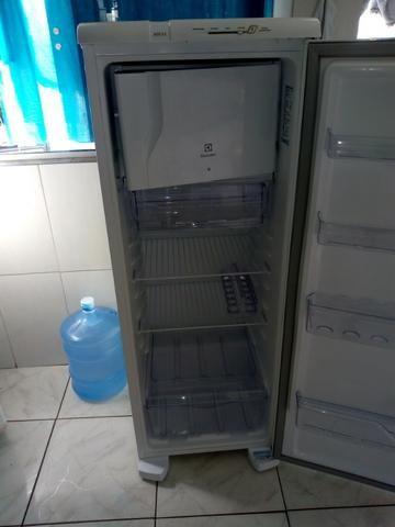 Vendo geladeira Eletrolux RD33