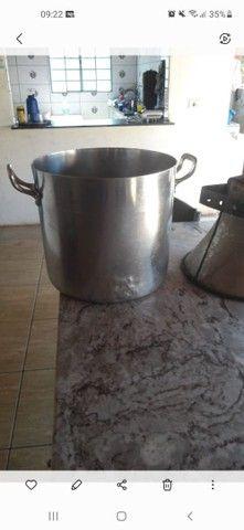 Um alto falante e um caldeirão grande usado para fazer pamonha - Foto 2