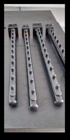 Kit 4 Araras De Parede Fixa Loja Roupas Cabides Reforçada  - Foto 2