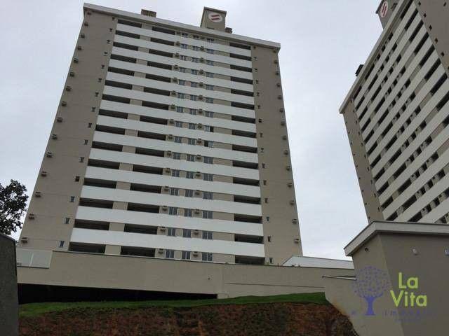 Apartamento com 02 dormitórios (sendo 01 suíte) com 02 vagas individuais de garagem Edifíc