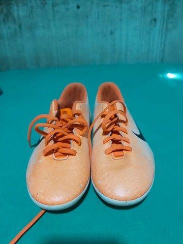 Desapegor sapato de dois sapatos de futsal e um de campo os três da Nike original