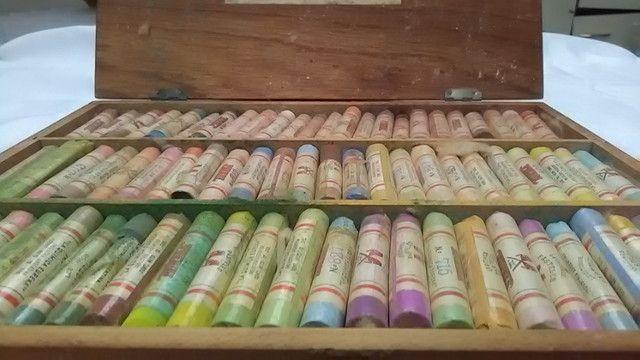 Vendo conjunto de Pasteis Giz seco 72 tons de cores - Foto 2