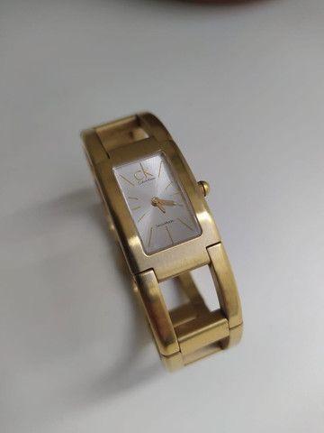Relógio Calvin Klein Feminino Dourado - Foto 2