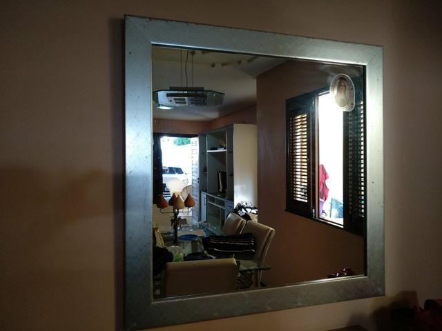 Espelho emoldurado, decorativo