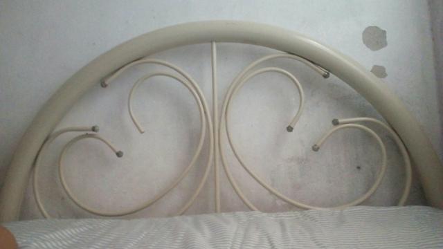 2 camas, uma casal e outra solteiro com cama auxiliar