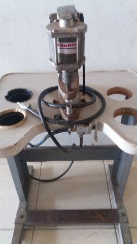 Máquina de pregar botão pneumática